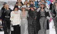 Chanel-მა კარლ ლაგერფელდის ხსოვნას პატივი ჩვენებით მიაგო