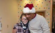 სანტა ბარაკ ობამა - ყოფილმა პრეზიდენტმა ბავშვთა ჰოსპიტალს საახალწლო საჩუქრები დაურიგა
