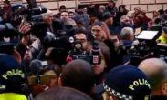 დაძაბულობა პარლამენტთან: სამოქალაქო აქტივისტებს პოლიცია უპირისპირდება