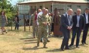თავდაცის მინისტრმა ავღანეთში დაღუპული ქართველი სამხედრო მოსამსახურის ოჯახს მიუსამძიმრა (ვიდეო)