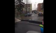 ქუთაისში, მანქანა სანიაღვრე არხში ჩავარდა