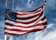 სანქტ-პეტერბურგში ამერიკული საკონსულოდან აშშ-ის დროშა ჩამოხსნეს