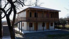 ხიბულაში ზვიად გამსახურდიას სახლ-მუზეუმის გვერდით ტაძრის მშენებლობა მიმდინარეობს
