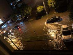 ბათუმში ძლიერი წვიმის შედეგად ქუჩები დაიტბორა