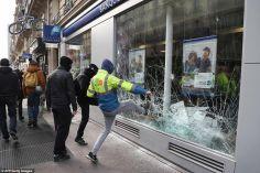 """პარიზში, """"ყვითელი ჟილეტების"""" აქციაზე სამართალდამცველებსა და მომიტინგეებს შორის დაპირისპირებისას რამდენიმე ადამიანი დაშავდა"""