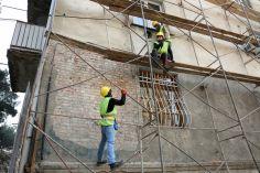 კახეთის გზატკეცილზე ავარიული სახლის გამაგრება-გაძლიერების სამუშაოები მიმდინარეობს