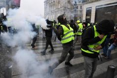 პარიზში ყვითელჟილეტიანების აქციაზე სამართალდამცველებსა და აქტივისტებს შორის დაპირისპირება მოხდა