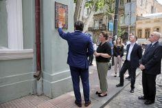 თბილისში ისტორიულ შენობებზე ხელნაკეთი კერამიკული აბრები განთავსდა