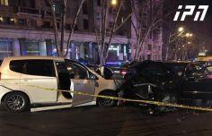 კოსტავას ქუჩაზე ერთმანეთს 3 ავტომობილი შეეჯახა, დაშავდა 2 მძღოლი